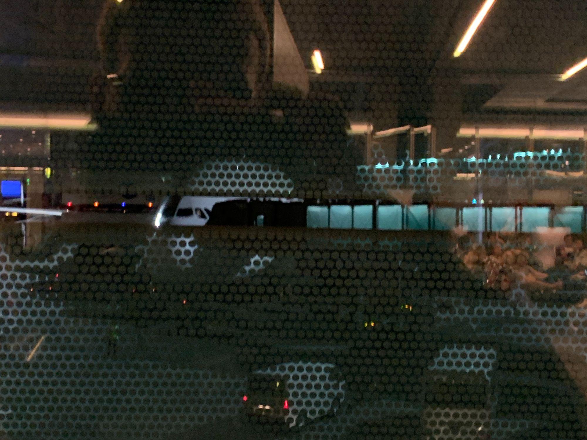 (Schlechter) Blick aus dem Fenster auf den Airbus A380 nach Melbourne